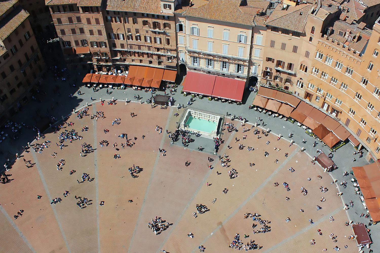 Fonte Gaia. La fontana in Piazza del Campo a Siena di Jacopo della Quercia