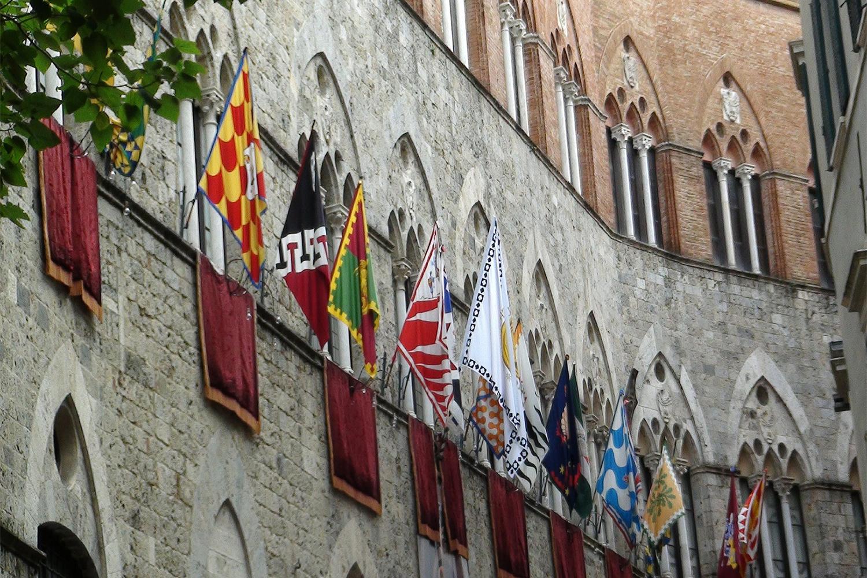 Il Palio di Siena. Prenota la finestra per vedere il Palio da Palazzo Giorgi.
